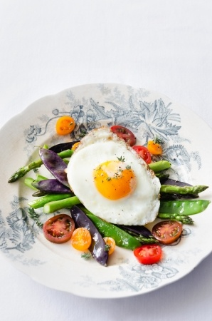 Low carbohydrate meal of vegetable and egg on blue-and-white China